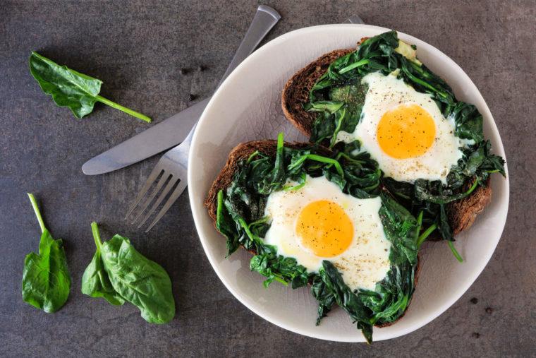 frühstücksnester-mit-spinat-und-ei