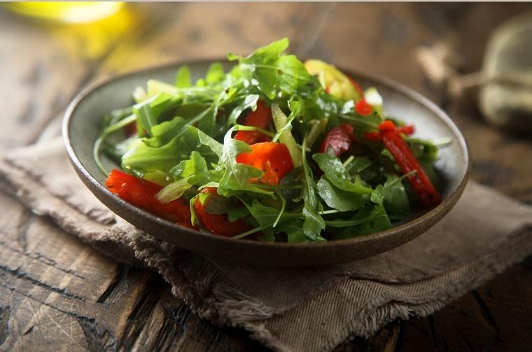 rezept-rucola-salat-mit-tomaten